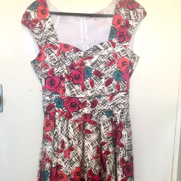 Beautiful Floral Review Dress Size 8