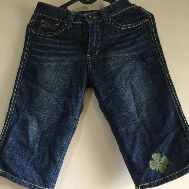 celana jeans motif daun