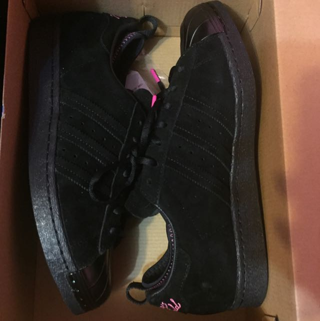 Huangs World Adidas Size 9