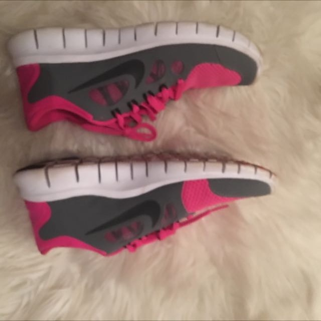 Nike Free runs Pink & Grey Size Us5Y