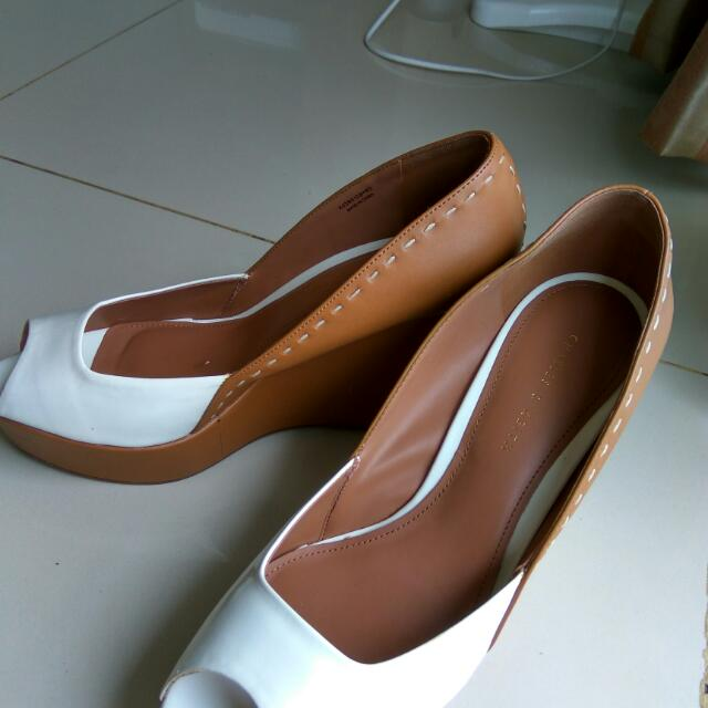 a383b25b399e Preloved Charles   Keith Wedges Size 40 (Besar)