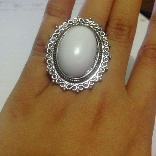 White Vintage Oversized Ring