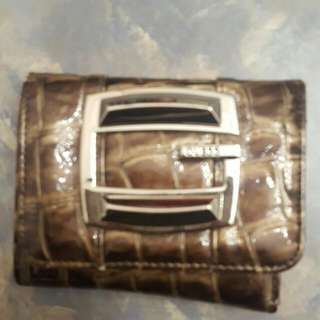 Compact Guess Wallet