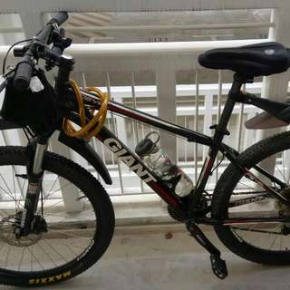 Hi guys,im letting go my prelove giant revel 1 mountain bike with all the accessories for $150