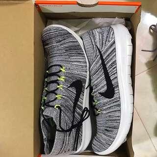 Nike Free Run Motion Flyknit Oreo