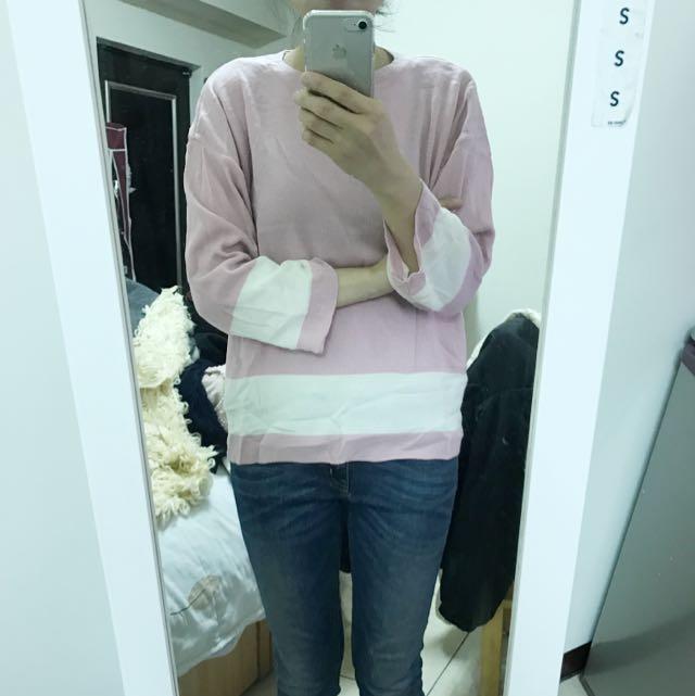 淡粉紅色針織上衣