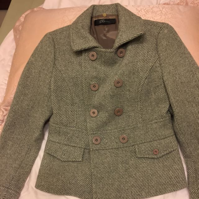 灰色西裝外套