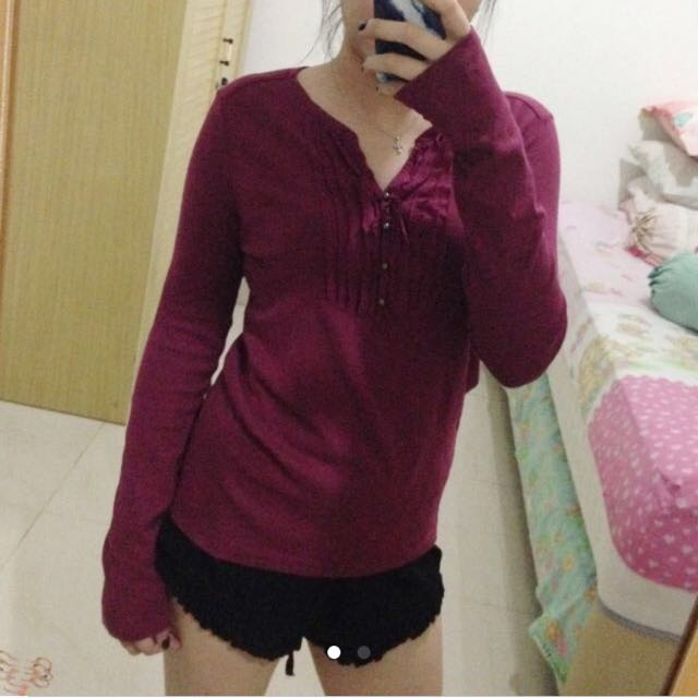 Maroon long-sleeved clothes