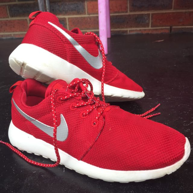 Red Roshe Nikey