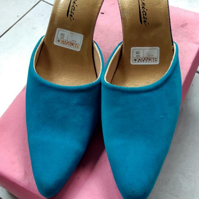 Selop Biru Bludru Sepatu Pesta