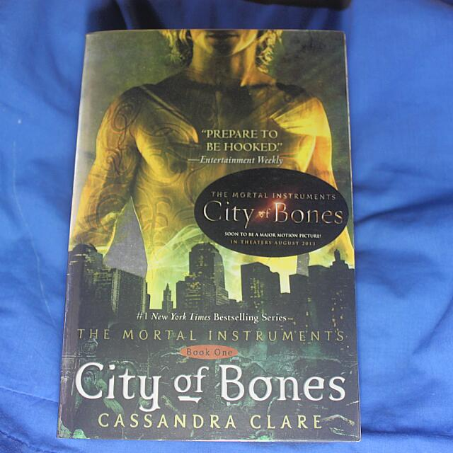 [RESERVED] The Mortal Instruments: City Of Bones (Paperback)