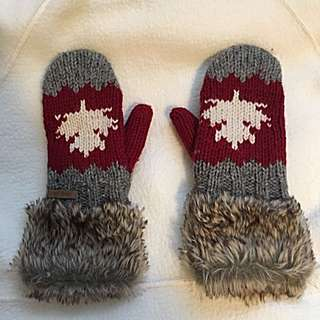 Knitted Canadian Patterned Gloves