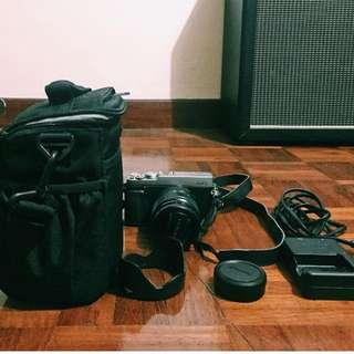 Fujifilm XE-1 Full Kit + (16 GB Memory Card & Padded Bag)