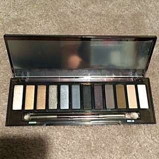 Naked Smokey Eye Eyeshadow Palette