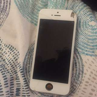 Silver iPhone 5 32GB CRACKED SCREEN