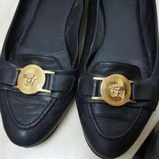 凡賽斯 黑色包鞋
