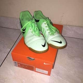 Sepatu Futsal Men Football Shoe (NEGO)