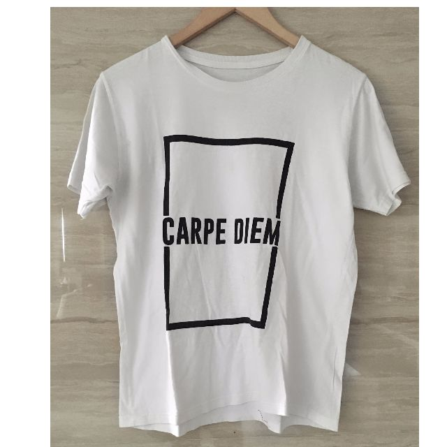 CARPE DIEM T-shirt Size Medium