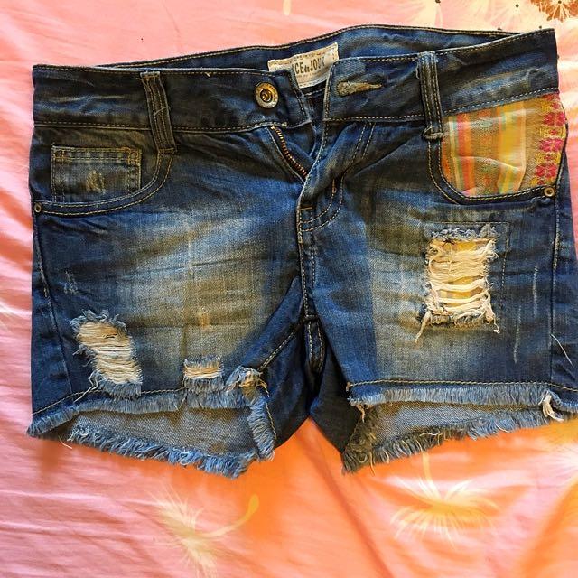 Distressed maong shorts