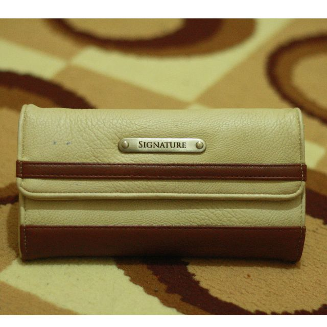 (REPRICED) Signature Wallet