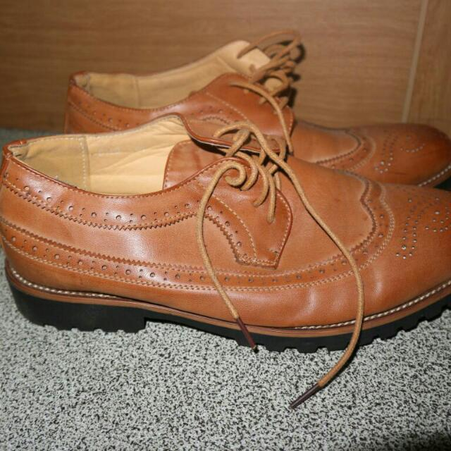 Sepatu Kulit Sintetis