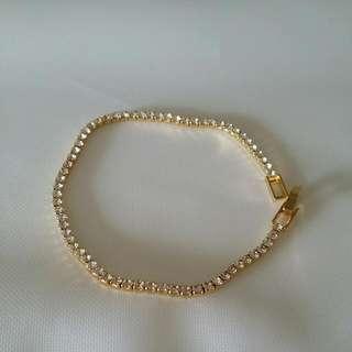 BNWOT Bracelet With Clear Stones
