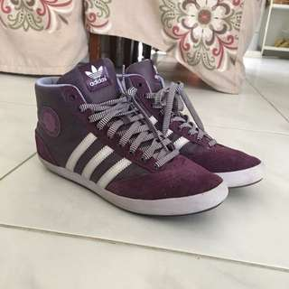 Womens Addidas High Cut Shoes Size8
