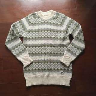 米白綠幾何民俗毛衣