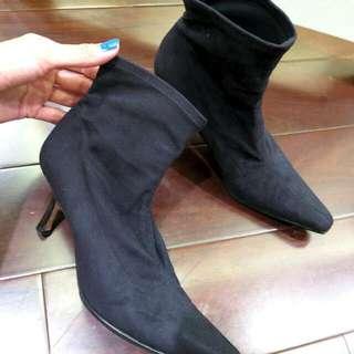 含運:)Pancaldi義大利真品  性感踝靴   國際精品  黑色低跟踝靴  義大利製   類似fendi經典設計彈性布踝靴      #歲末感恩出清   #尾牙完勝穿搭