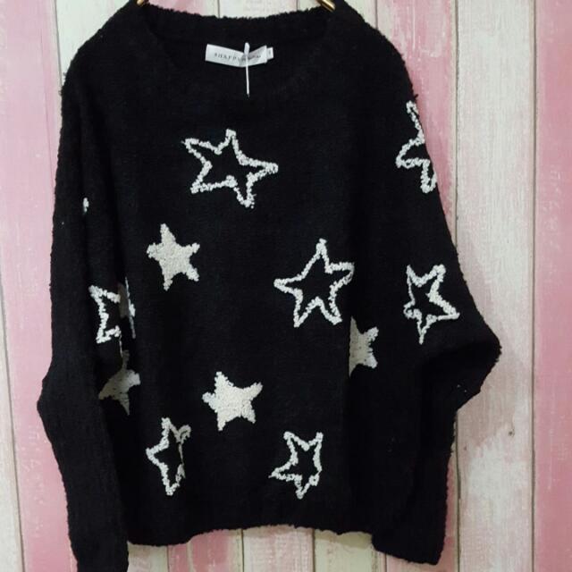 8 Happy 黑色毛衣