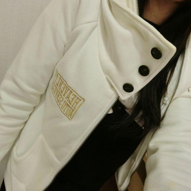 白色英字運動風外套