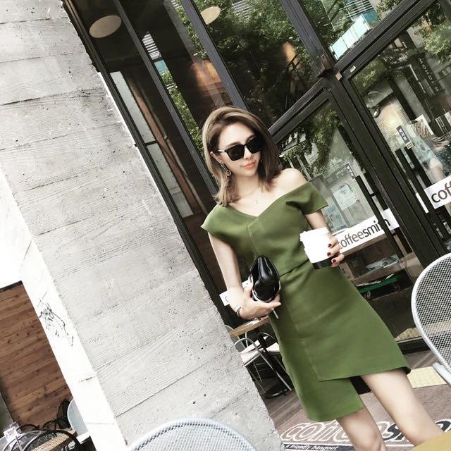 綠色不規則剪裁毛料洋裝