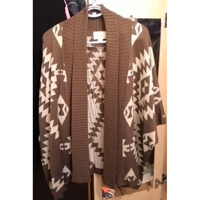 咖啡色斗蓬式外套
