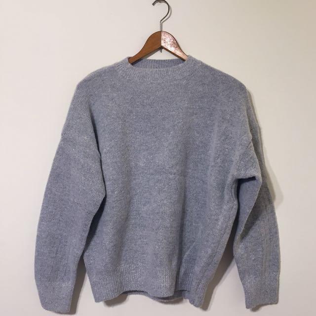 灰色圓領寬鬆毛衣