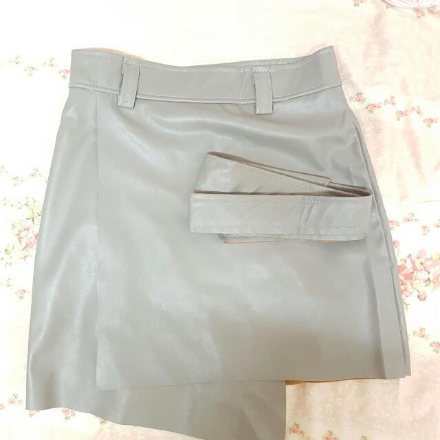 流血價!【全新】不規則皮裙 - M號- 暗灰色,不含運