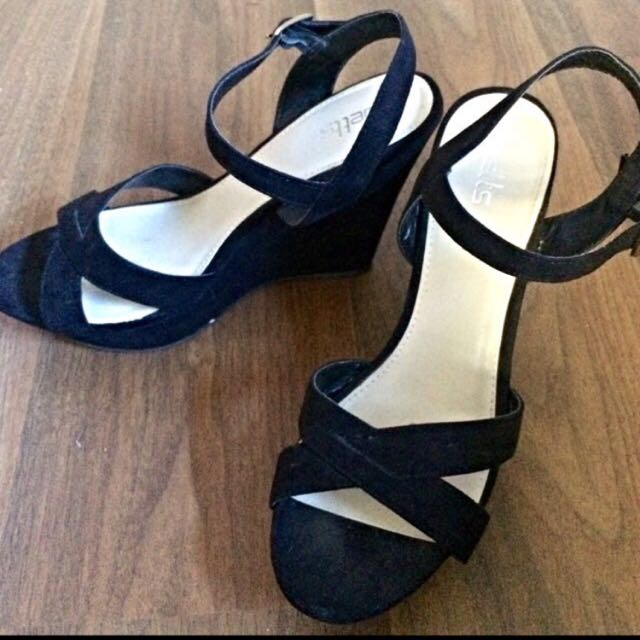 Black Betts Wedges, Great Condition Sz9
