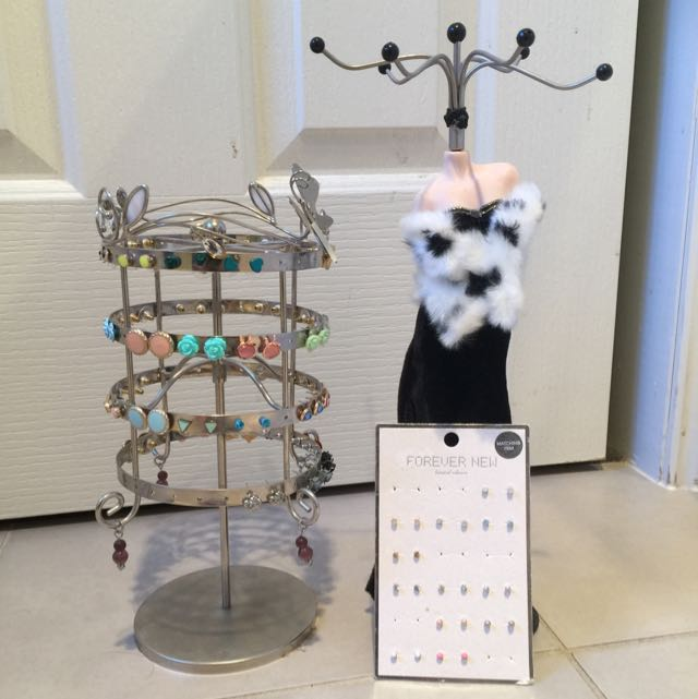 Jewellery Stand With More Than 50 Pairs Of Earrings