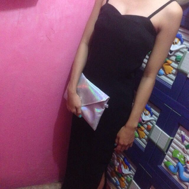 long dress dengan belahan di samping