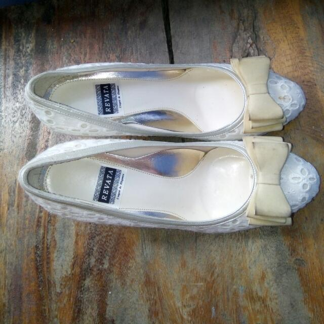Sandals W/ Heels Made In Japan size 23 Hnd Ngagamit Nktago Lng  Konting Linis Lng Ok N😀