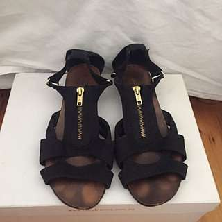 Country Road Sandals Size 7