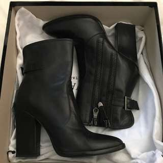 Innovare Black Leather Ankle Boots