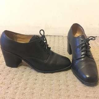 Vintage Black leather Laced Heels