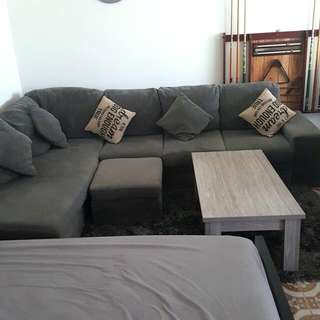Cheap Package Deal   Lounge Set 42inch TV and everything else in Pic  Q Size bed  Bed Side Draws   Am Not able to deliver so needs to  get pickd up   Everything Thing Needs To Go Today Or Tomorrow  😊