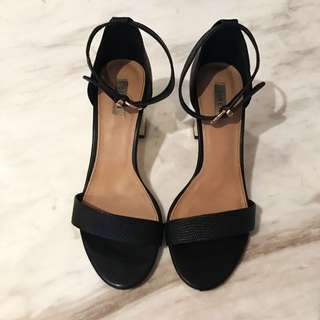 Siren Size 9 Black Leather Block Heel Sandals