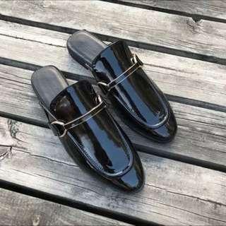 亮皮釦環樂福拖鞋