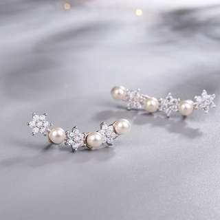 Earrings with Shell Pearl and Synthetic Diamond (Platinum-plated Sterling Silver) Model No.: SE0043 $129.90