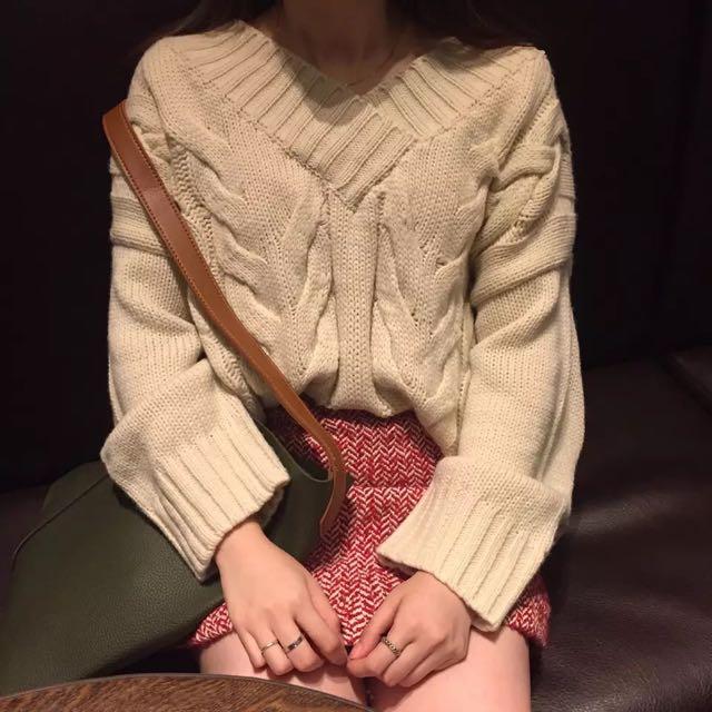 麻花編杏色毛衣