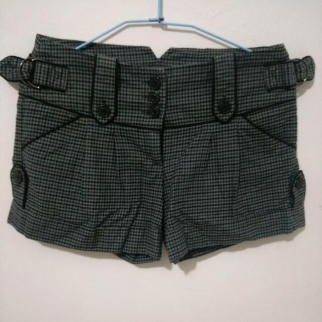 灰黑格子短褲