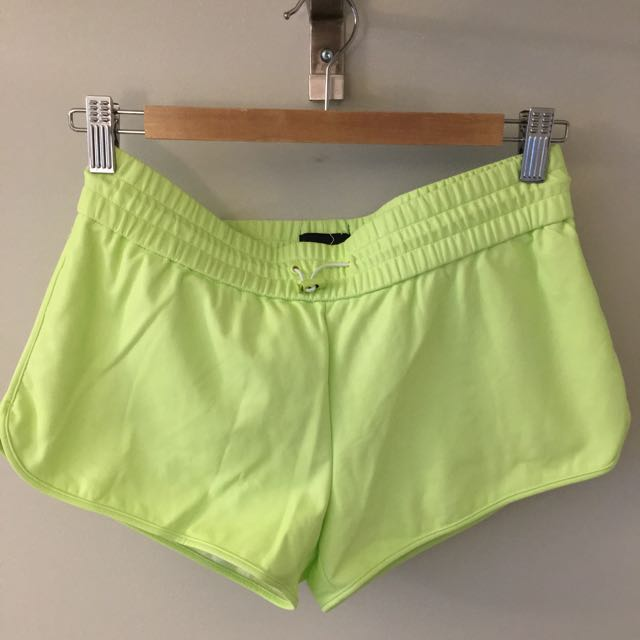 Aritzia Wilfred Free Leather-like Shorts