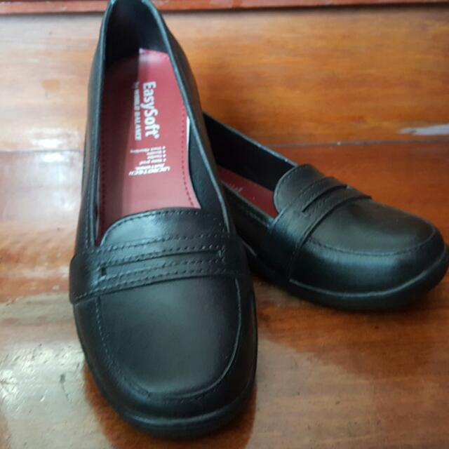 Easy Soft By World Balance Leather Shoes